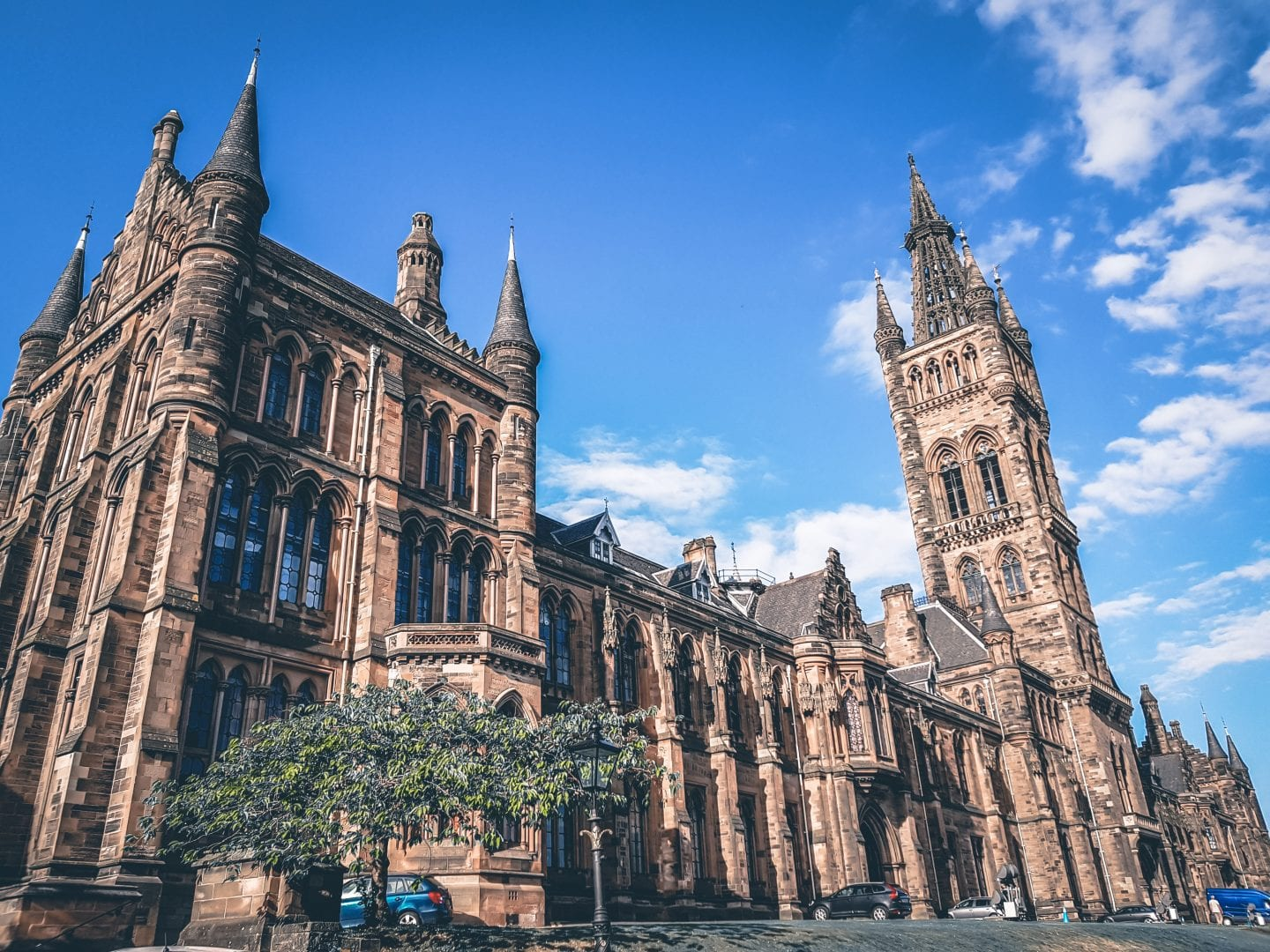 impressive building of the university of glasgow