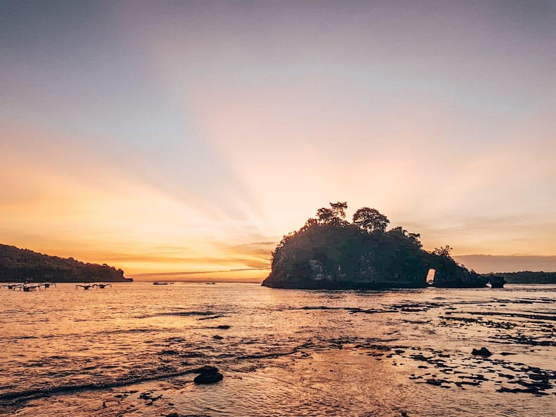 sunset behindrock at crystal bay nusa penida