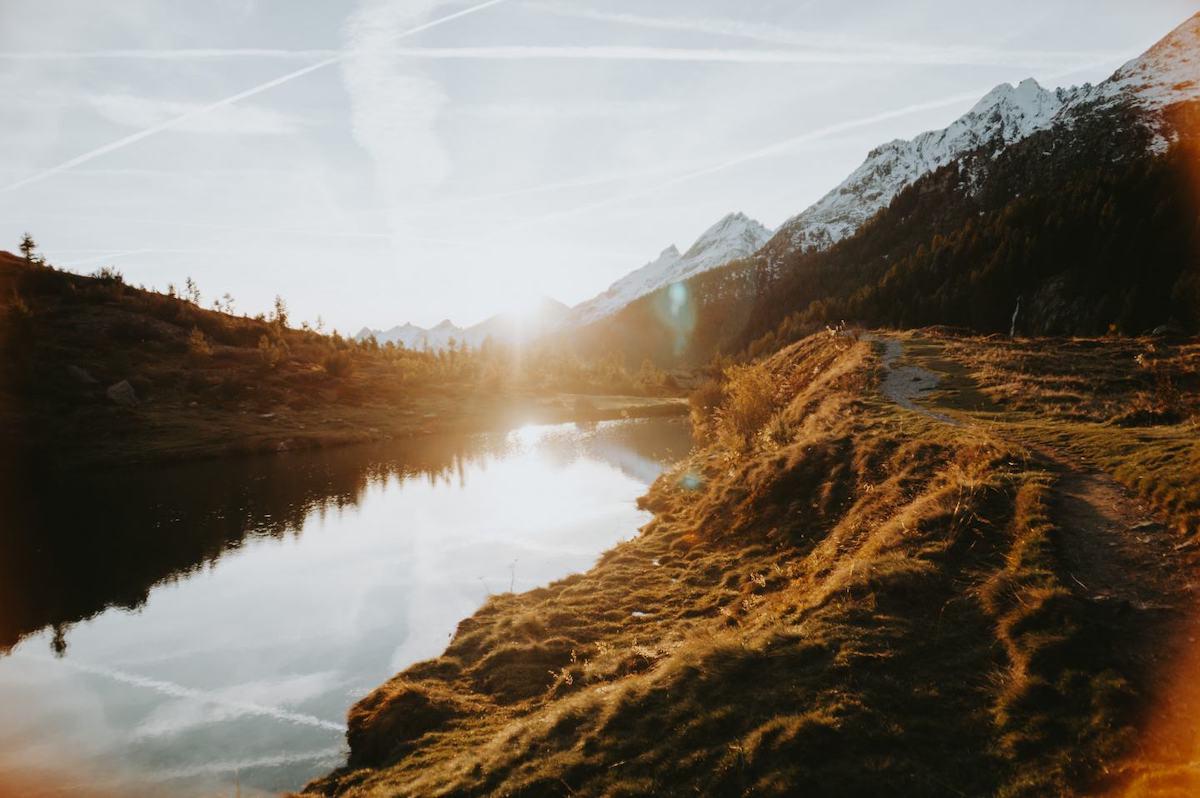 Sonnenuntergang am Grundsee im Lötschental